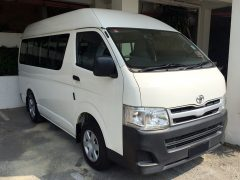 Toyota Hiace (11 Passengers)